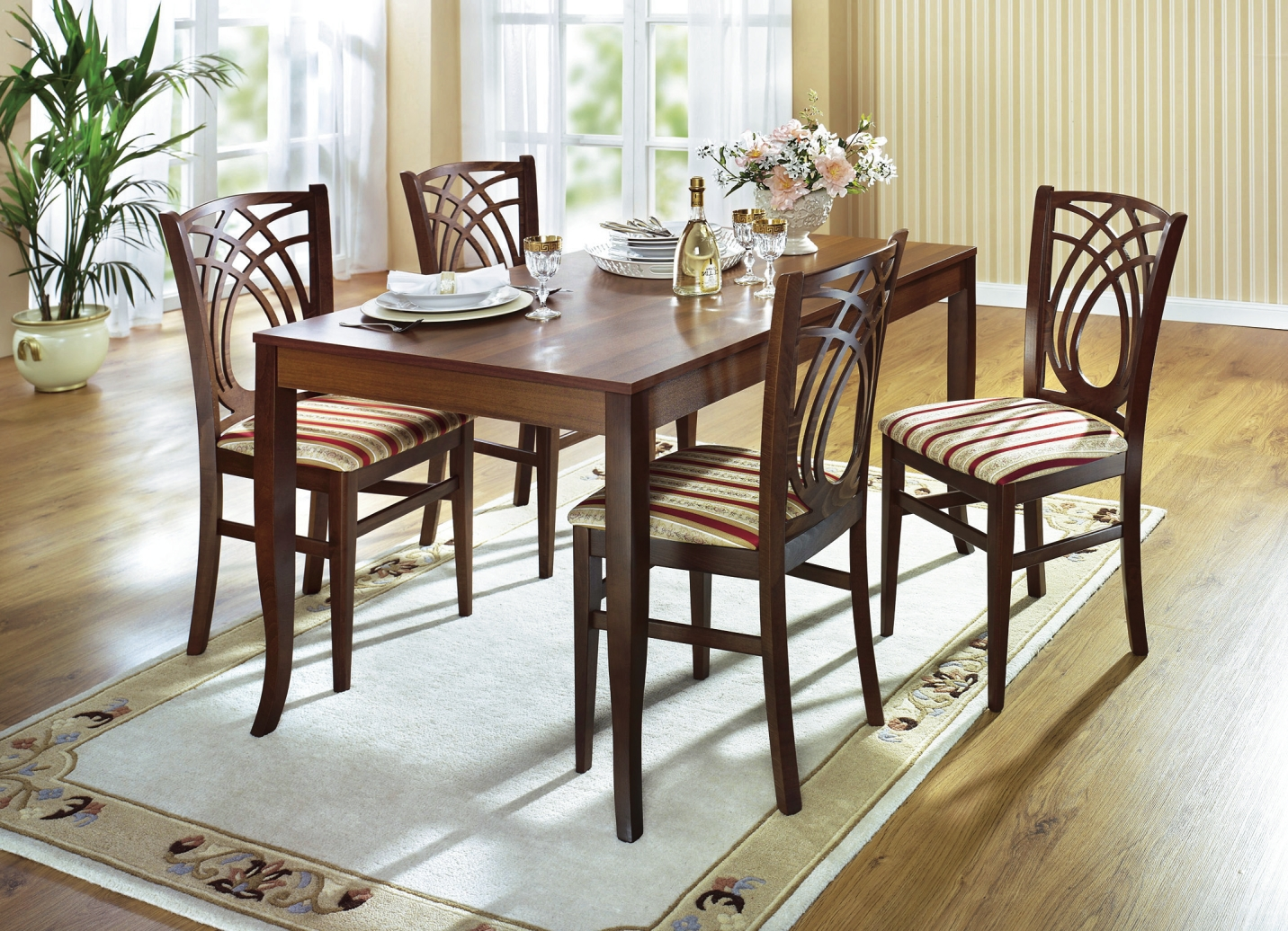 Esszimmermöbel in verschiedenen Ausführungen - Tische  BADER