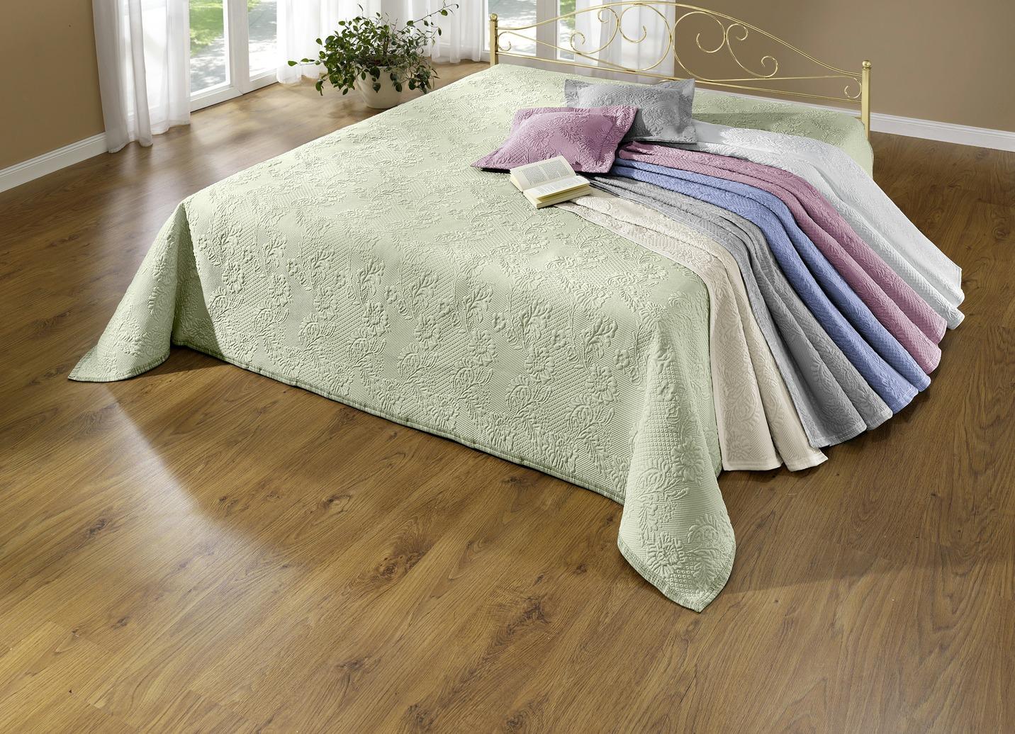 tagesdecke in verschiedenen ausf hrungen tagesdecken bader. Black Bedroom Furniture Sets. Home Design Ideas